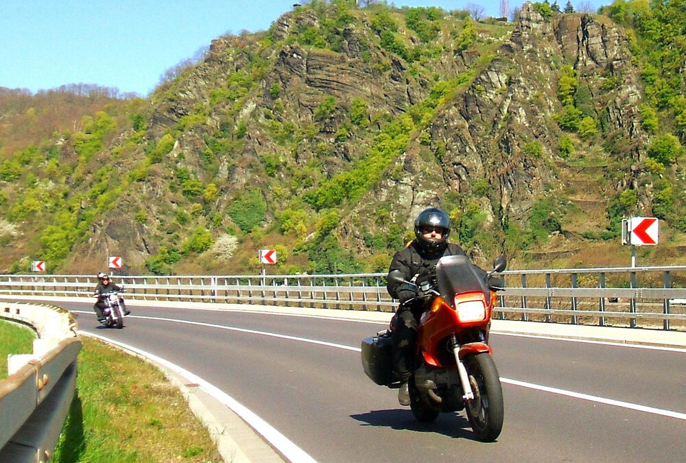 Motorcycle accidents: risks, causes and injuries
